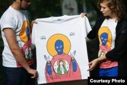 Одна из футболок Артема Лоскутова. Автор фото - Никита Хрюнин.