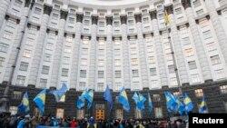 Эътирозҳо дар назди бинои ҳукумат дар Киев