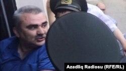 Ադրբեջան - Ընդդիմադիր լրագրող Աֆղան Մուխթարլիին բերում են Բաքվի դատարան, 9-ը հունիսի, 2017թ․