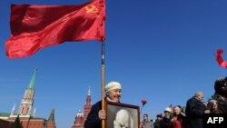 К Мавзолею Ленина на Красную площадь до сих пор каждое 22 апреля приходят люди, чтобы возложить цветы
