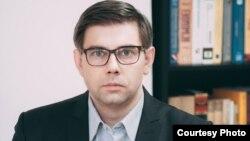 Pod hitno započeti proces rasterećenja privrede, upozorava Faruk Hadžić