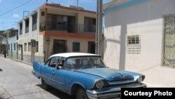 Кубадағы автокөліктердің бірі.