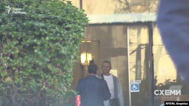 11 квітня до будівлі зайшов чоловік – і там його зустріли ще двоє осіб