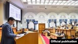 Санжар Муканбетов на заседании правительства.