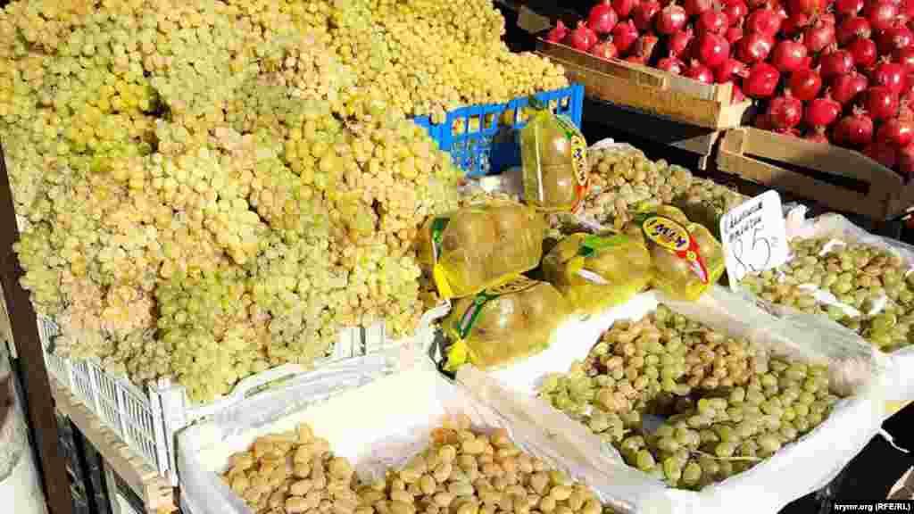 Виноград по 85 рублів (31 гривня)