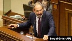 Армения парламентінің депутаты, наразылық қозғалысының лидері Никол Пашинян. Ереван, 1 мамыр 2018 жыл.