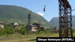 В конце 1980-х в Ткуарчале добывали около 300 тысяч тонн угля в год