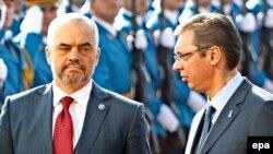 Албан премьери Эди Рама менен Сербиянын өкмөт башчысы Александр Вучич. 10-ноябрь.