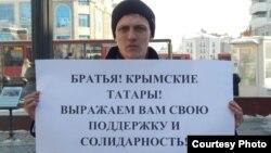 """""""Азатлык"""" 3 мартта кырым татарларына теләктәшлек йөзеннән ялгыз пикетлар уздырган иде."""