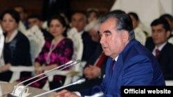 Президент Таджикистана Эмомали Рахмон поддержал идею принятия закона о запрете браков между двоюродными братьями и сестрами