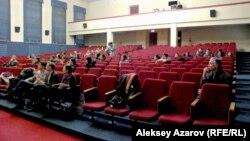 Фильм қазір КИМЭП-ке берілген бұрынғы партия мектебі ғимаратында өтті. Алматы, 27 ақпан 2014 жыл.