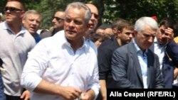 Влад Плахотнюк на митинге протеста ДПМ против нового правительства