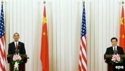 U.S. President Barack Obama (left) and Chinese President Hu Jintao at a joint press conference in the Great Hall of the People in Beijing on November 17