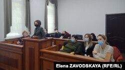 Слева направо: Юлия Тетерина, ее адвокат Марина Цугба, Ольга Брюханова, ее адвокаты Рамина Пасания и Теа Чагунава