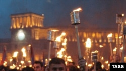 Армяне отказываются оставить прошлое историкам. Акция памяти жертв геноцида в Ереване