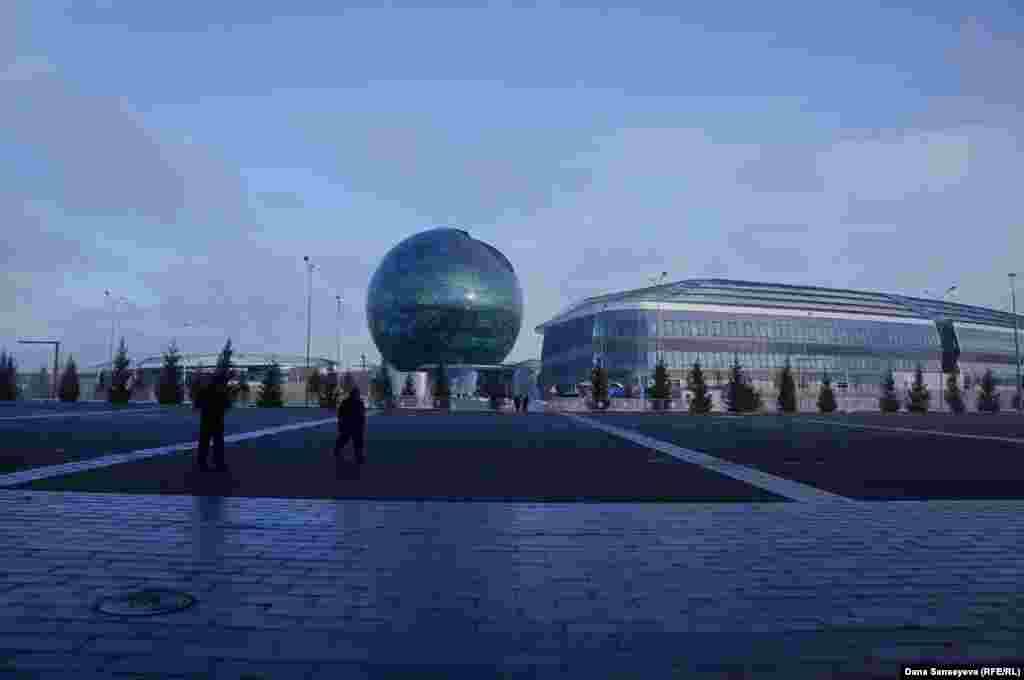 Проход на территорию EXPO теперь не преграждают длинные очереди, нет повышенных мер безопасности.