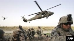 جنود عراقيون وأميركيين في عملية مشتركة جنوب بغداد