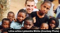 Na 135.000 stanovnika Mozambika dođe tek jedan stomatolog: Ljubomir sa djecom