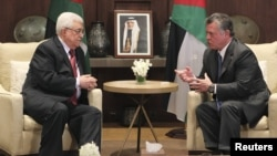 Jordan -- King Abdullah (R) meets with Palestinian President Mahmud Abbas at the Royal Palace in Amman, 06Dec2012