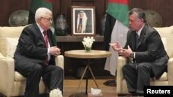 Jordan -- King Abdullah (R) meets with Palestinian President Mahmud Abbas at the Royal Palace in Amman, 06Dec2012