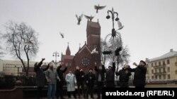 Белорусија - активисти со поддршка за политичките затвореници.