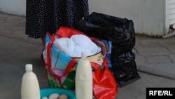 Наместо организиран откуп, дебарските сточари млекото го продаваат на улица.