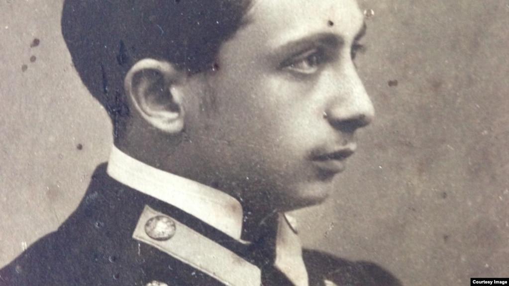 Лев Штрум в студенческой форме, 1910-е годы