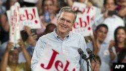 Fostul guvernator al Floridei, Jebb Bush