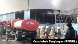 Пожарные на алматинской барахолке.