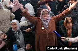 Босния жана Герцеговинадагы аялдар Ратко Младичке чыгарылган өкүмдү колдоп жатышат