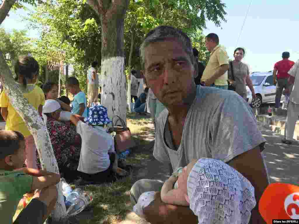 Житель Арыси, вывезенный из города с ребенком, по приезде в Шымкент.