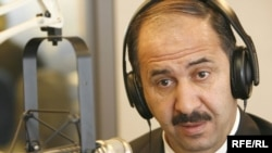 محافظ واسط المقال في ستوديو إذاعة العراق الحر ببراغ