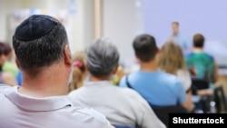 Студент, исповедующий иудаизм, подвергсяатаке, когда направлялсяв синагогу, чтобы отметить еврейский праздник суккот. Иллюстративное фото.