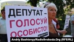 Під Радою громадські активісти зібрались на Київське віче