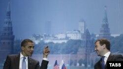 ABŞ-niň prezidenti Barak Obama we Russiýanyň prezidenti Dmitriý Medwedew Moskwadaky biznes sammiti wagtynda, 7-nji iýul.