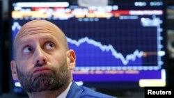 Один із трейдерів на Нью-Йоркській фондовій біржі