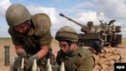 Газа сдана, война продолжается. Израильские артиллеристы готовятся ответить на обстрелы с палестинской стороны.