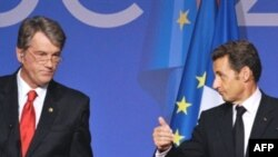 Close, but no cigar. Yushchenko (left) and Sarkozy