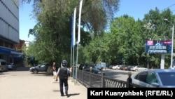 У пересечения улиц Абылай-хана и Казыбек-би в Алматы. Иллюстративное фото.