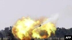Израильская артиллерия ведет огонь по сектору Газы
