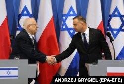 Президенты Израиля и Польши Реувен Ривлин (слева) и Анджей Дуда на переговорах в Польше, январь 2020 года