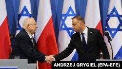 Реувен Ривлин (слева) и Анджей Дуда во время мемориальной встречи в Освенциме, 27 января 2020