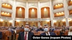 PSD a propus de-a lungul anilor ca subvenția pentru partidele parlamentare să crească. Marcel Ciolacu și Sorin Grindeanu în Parlament, imagine din 2021.
