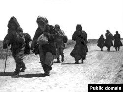Кочующие казахи в период голода в начале 1930-х годов.