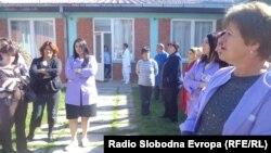 Протест на 11 вработени во струшката градинка Сонце кои неколку години работат со договор на дело.
