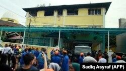 ماموران آتشنشانی مالزی پس از یک ساعت توانستند آتش را مهار کنند.