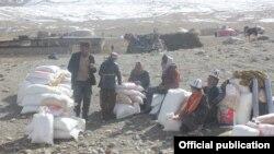 Кыргызстандан барган гуманитардык экспедиция Ооганстандык кыргыздарга жардам жеткирген учуру.