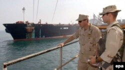 همراه با نه ناو آمریکایی، یکصد و چهل هواپیمای جنگنده نیز به خلیج فارس رفته اند.