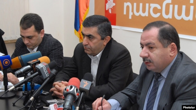 Armenia - Aghvan Vartanian (R) and other leaders of the Armenian Revolutionary Federation at a news conference in Yerevan, 26Dec2012.