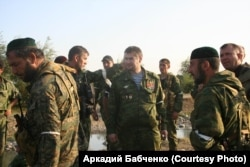 Сулим Ямадаев (в центре) в грузинском селе Земо-Никози